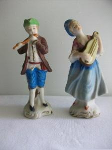stockvault-colonial-musicians-in-ceramic137333