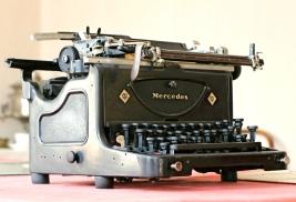 stockvault-retro-typewriter208884