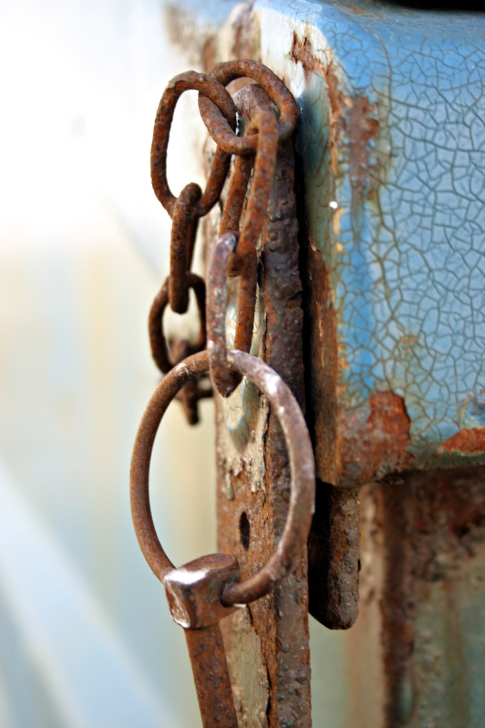 stockvault-rusted-chain-rings98968