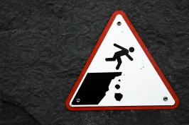 stockvault-cliff-drop-warning-sign133742