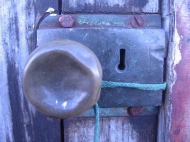 stockvault-door-opener103639