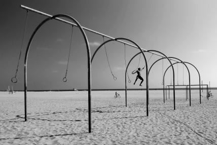 stockvault-swinging-on-santa-monica-beach112118