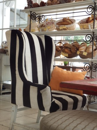 stockvault-bakery-cafe-with-striped-black-and-white161555